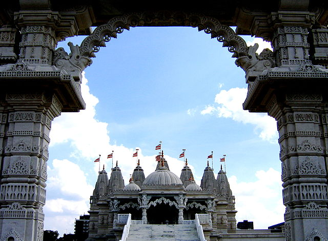 You are browsing images from the article: London Mandir - hinduska świątynia w Londynie