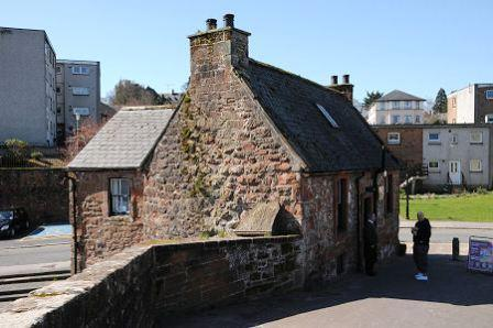 You are browsing images from the article: Old Bridge House Museum - muzeum w Dumfries
