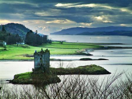 You are browsing images from the article: Castle Stalker - malowniczy zamek na wyspie jeziora Loch Laich
