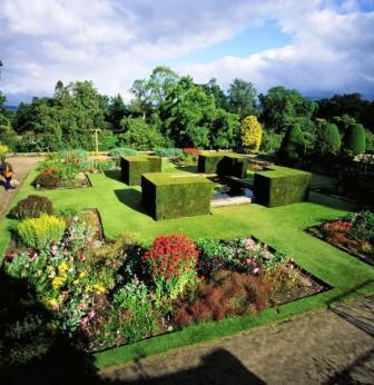You are browsing images from the article: Crathes Castle - bajeczny zamek w Aberdeenshire, perła szkockiej architektury